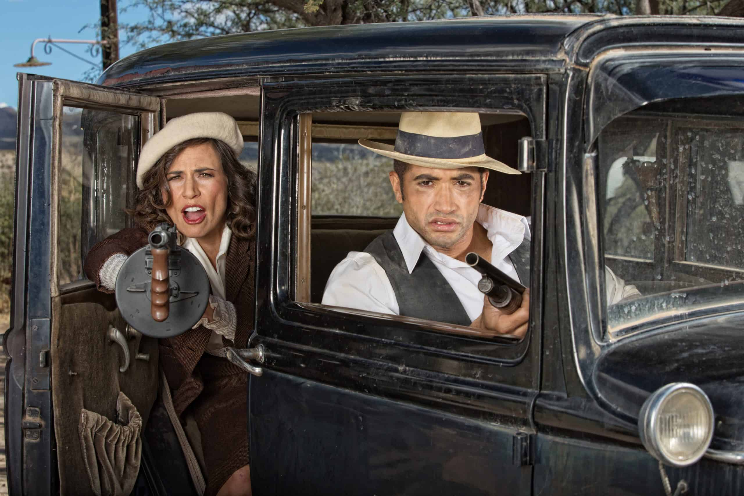 how are bonnie and clyde portrayed as heroes